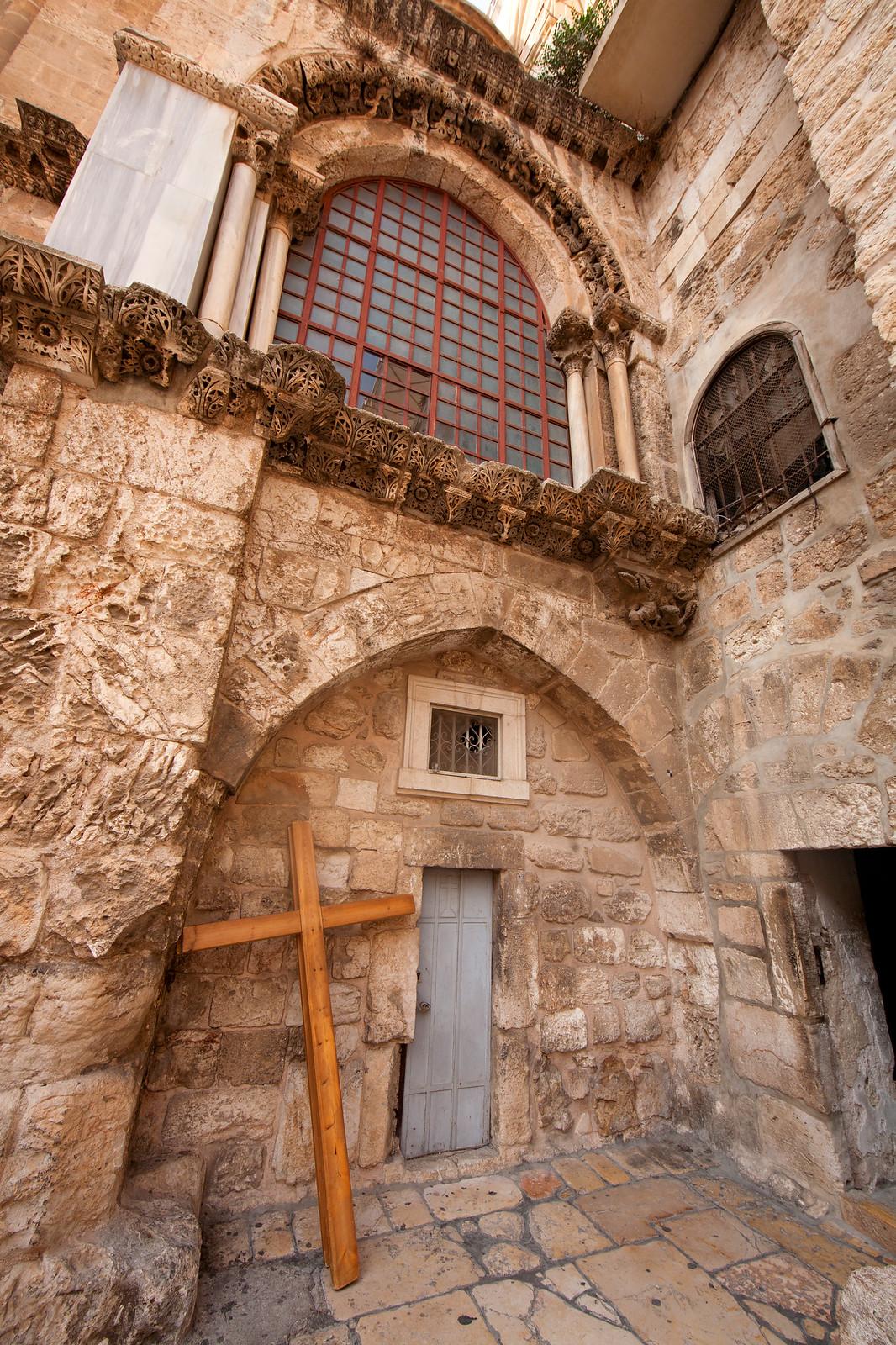 Jerusalem_Via Dolorosa_Station 10 (2)_ outside the Holy Sepulcher_Noam Chen_IMOT