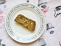 oats and nuts bread