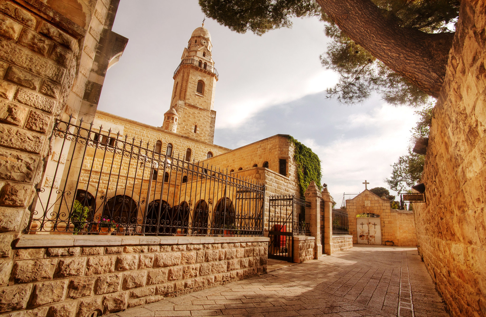 Jerusalem_Dormition Abbey_8_Noam Chen_IMOT