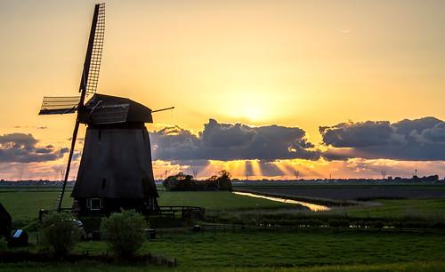 old travel sunset holland classic mill netherlands windmill dutch clouds zonsondergang flat nederland land sunrays polder dike molen