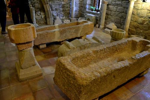 Tombes antropomorfes. Museu de Santa Maria de l'Estany.