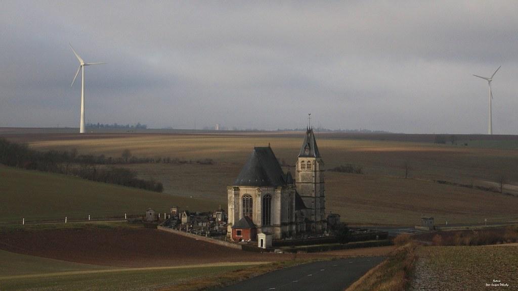 Une église au milieu des champs