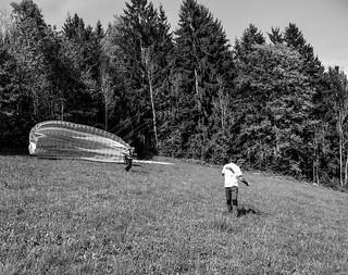Aller Anfang ist schwer aber nicht beim Paragleiten..... einfach gegen den wind laufen und fliegen, Rest macht der schirmAller Anfang ist schwer aber nicht beim Paragleiten..... einfach gegen den wind laufen und fliegen, Rest macht der schirm