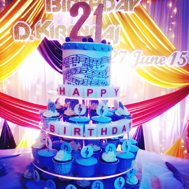 Admirable 21St Birthday Cake And Cupcake Tower For A Young Man Who L Flickr Personalised Birthday Cards Petedlily Jamesorg