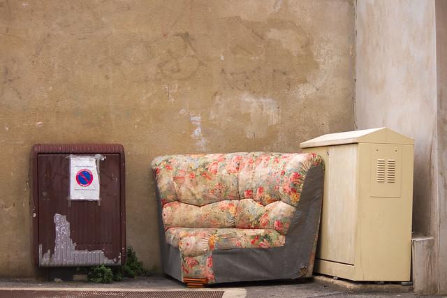 This sofa feels no more alone