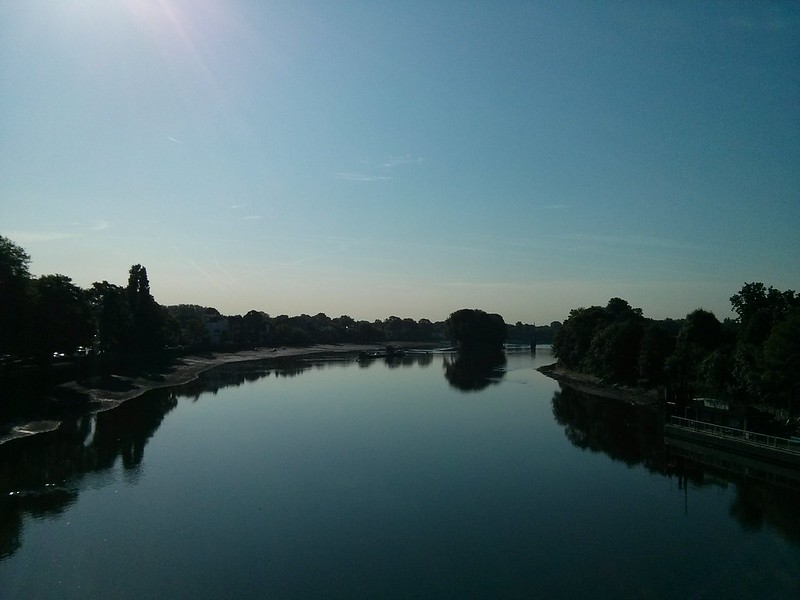 A beautifully blue view from Kew bridge this morning #summery