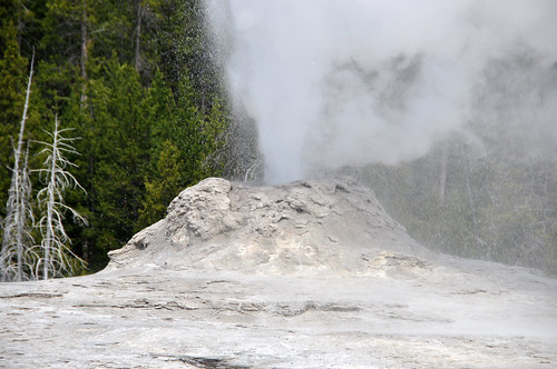 Lion Geyser eruption (12:24-12:27 PM, 3 June 2014) 3 | by James St. John