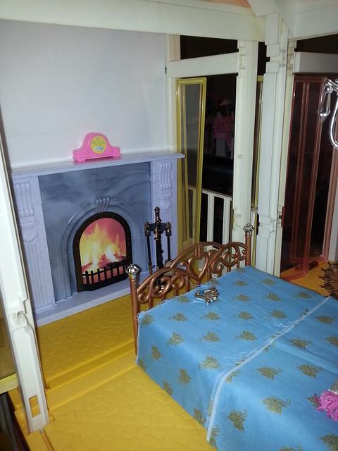 Working on a vintage Barbie Dream House redo.  Work in progress : Master bedroom...fireplace