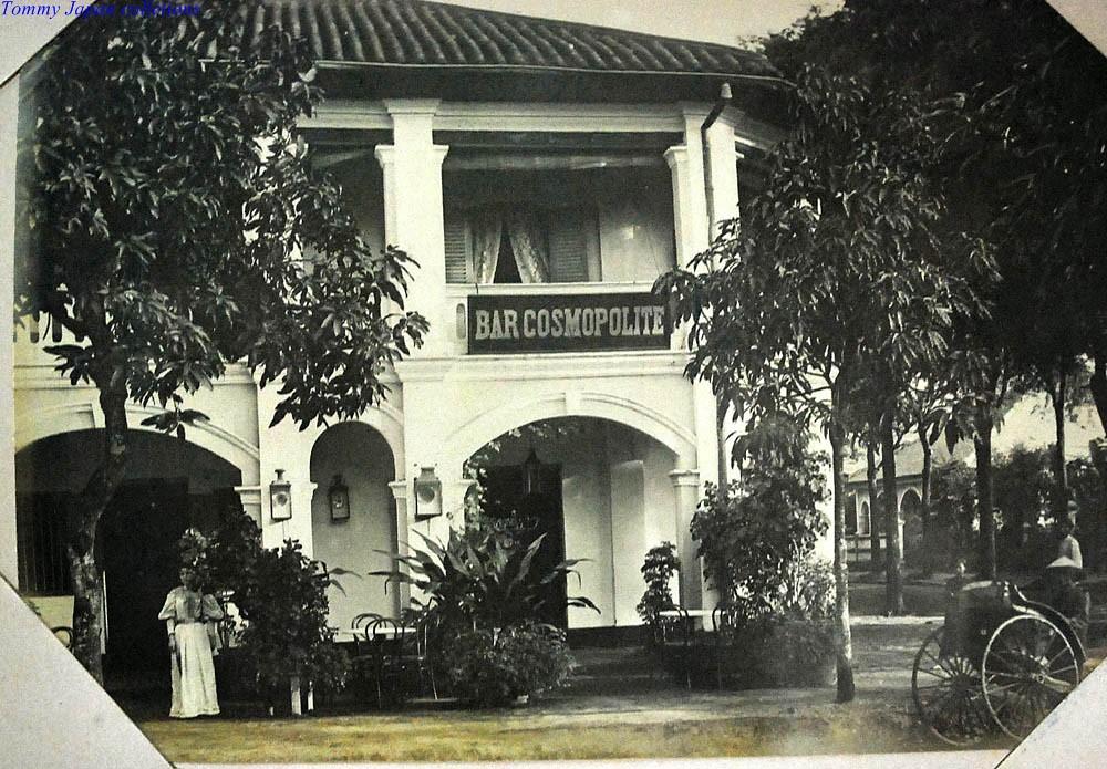Bar Cosmopolite à Saigon 1930 - Photo by Nadal