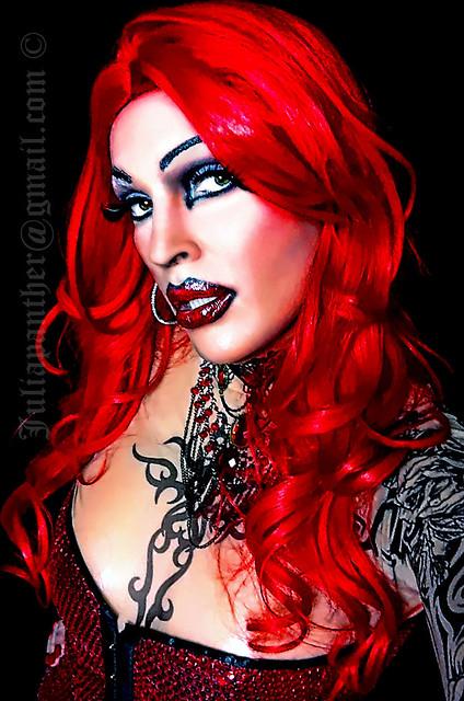 Readhead Gothic diva look