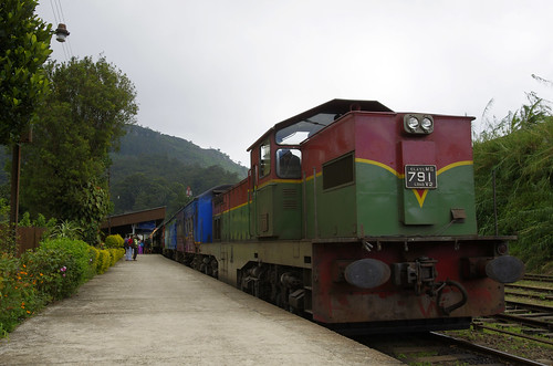 trip railroad winter vacation holiday station train rail railway passengers sri lanka trainstation passenger srilanka ceylon haputale