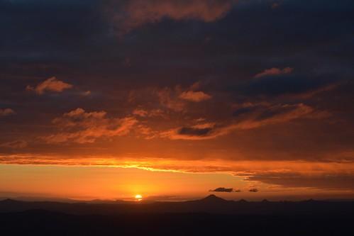 sunset sun sunlight clouds countryside sundown cloudy australia queensland cloudscape sunsetclouds sequeensland flinderspeak sunlitclouds littleliverpoolrange burrumpa