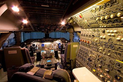 Boeing 747 Classic Cockpit