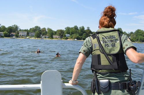 Photo of NRP officer assisting swimmers in the Severn River