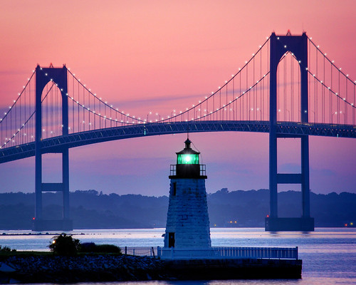 bridge light sunset house green colors island harbor lighthouses rhodeisland newport greenlight elliot rhode newportbridge newportrhodeisland colorfulsunset thegreenlight gilfix newportharborlight rhodeislandsunset elliotphotos