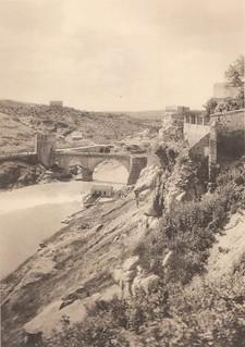 Puente de San Martín y Roca Tarpeya  a principios del siglo XX. Fotografía de Henri Bertault-Foussemagne  publicada en el libro L´Espagne, provinces du Nord, de Tolède a Burgos de Octave Aubry en 1930 | by eduardoasb