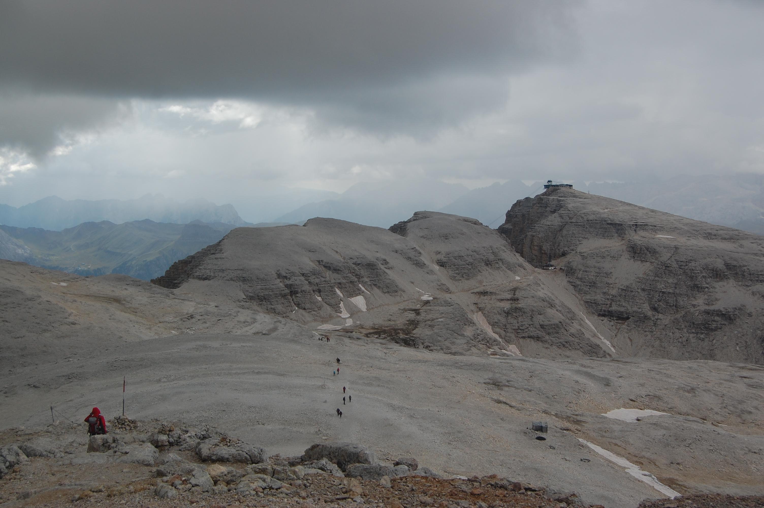 Z vrcholu Piz Boe směrem k Lanovce