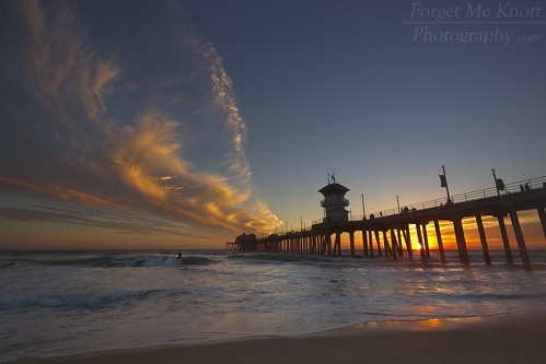 huntingtonbeach huntingtonbeachpier pier california coast shore coastline shoreline beach wave waves silhouette sunset sunrise clouds cloudy reflection surfer surfing surf surfcity sand twilight dusk dawn ocean sea pacificocean seascape