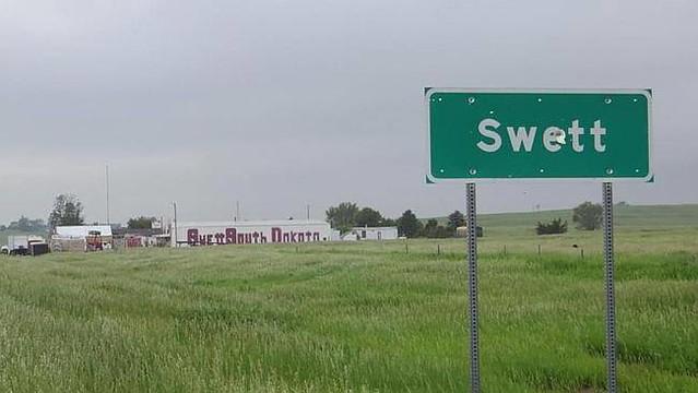 city of Swett - Te koop voor $ 420.000,-- in South Dakota ! (Incl.de beide inwoners!)