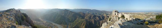 panorama vallata dello stilaro bivongi  con castello