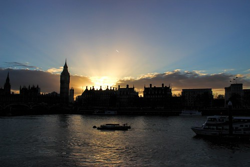 uk sunset london water westminster thames clouds canon buildings river boats lowlight scenery ship bluesky dslr underexposed parliamenthouse 600d sungoingdown