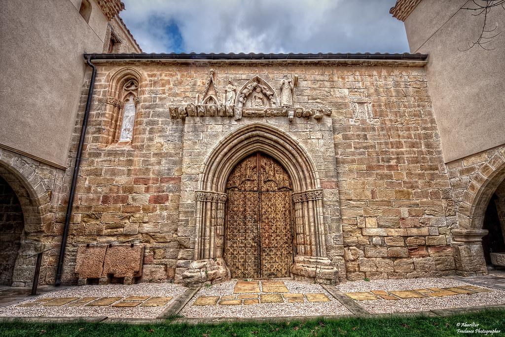 Puerta de entrada del Santuario Virgen de la Fuente. Peñar… | Flickr