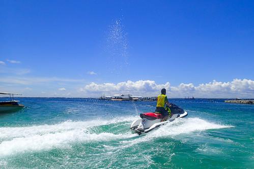 vacation beach resort marinesports フィリピン tambulibeach 中央ヴィサヤ ラプ=ラプ philippinesフィリピン cebuセブ mactanislandマクタン島 parasailingパラセイリング tg28231004 jparkislandresortwaterparkcebu jetskiジェットスキー