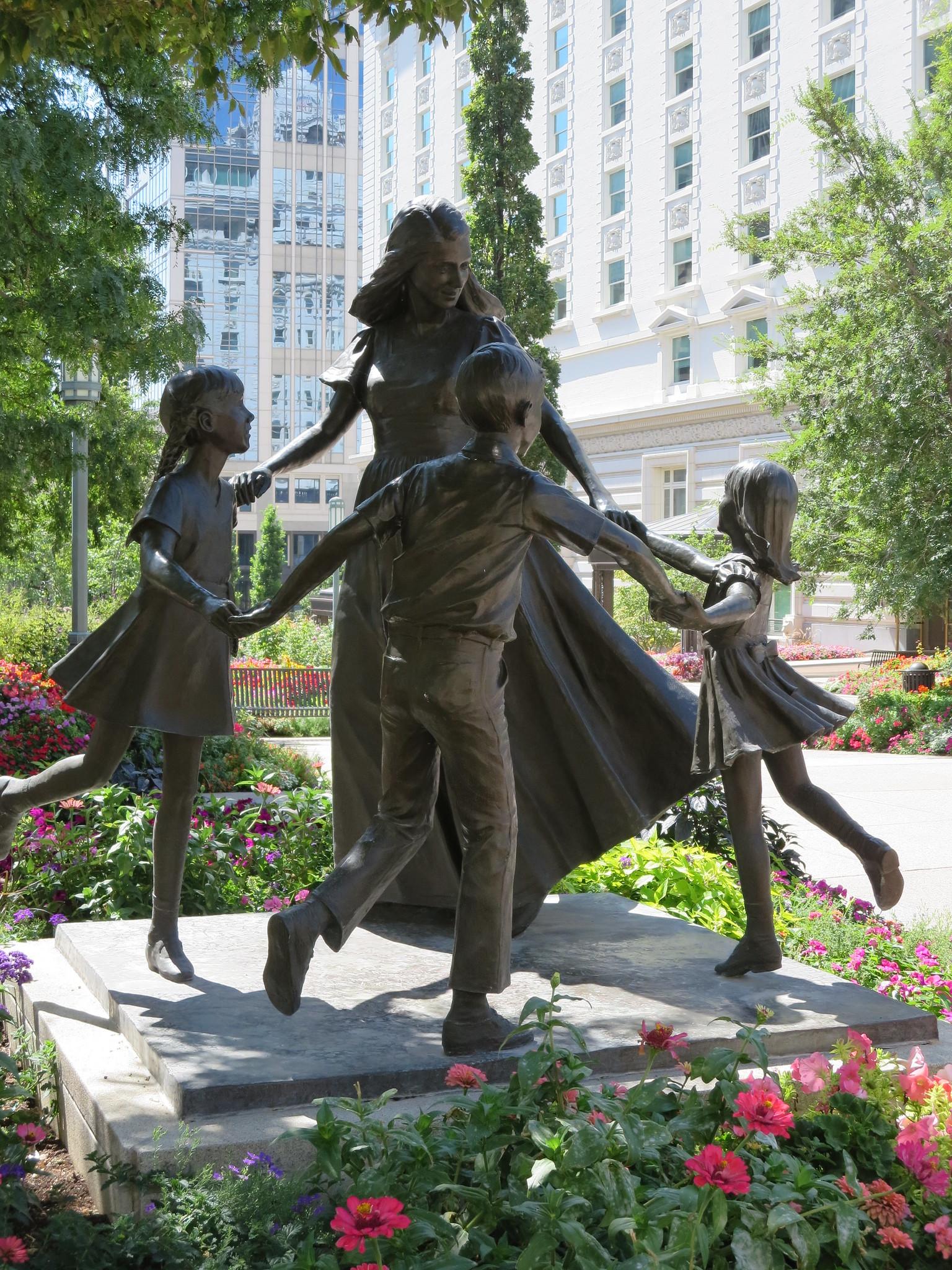 Temple Square, Salt Lake City: statue