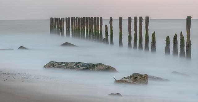 Sea (de) fence
