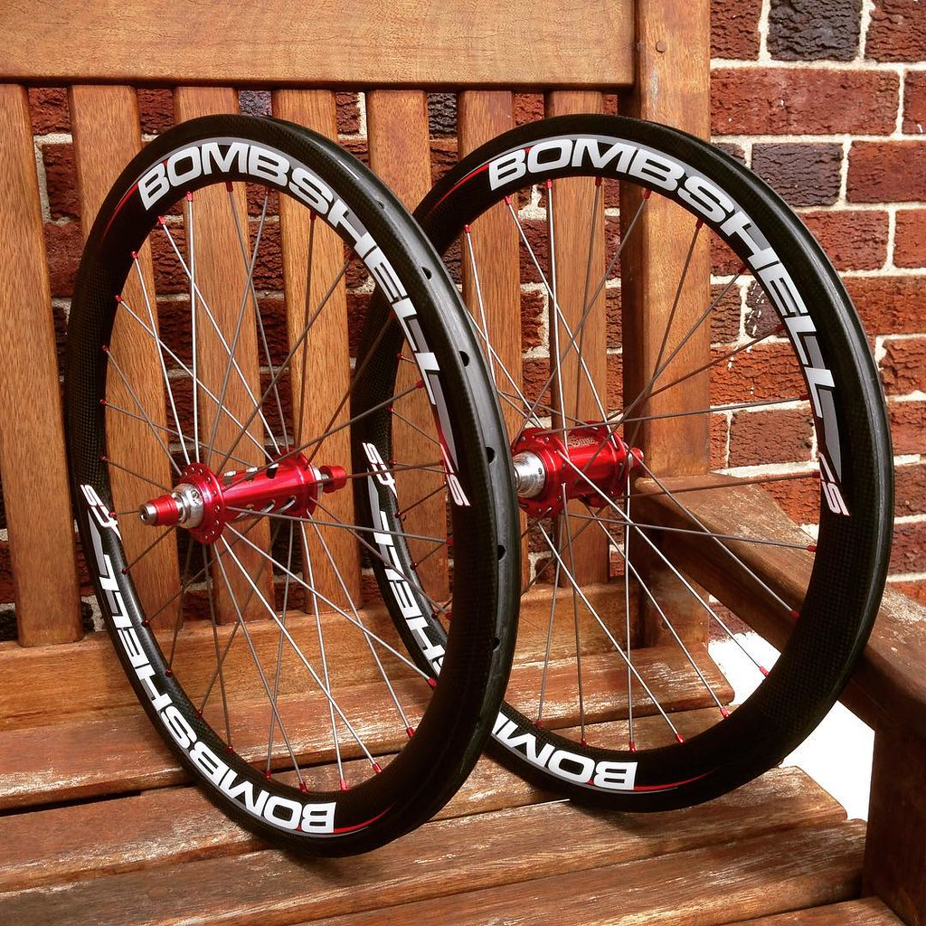 Better angle #bombshell Carbon Rims With #OnyxRacing Red H