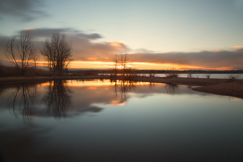 dawn sunrise daybreak morning clouds light sky lake trees silhouettes reflections chatfieldstatepark lakechatfield colorado le longexposure