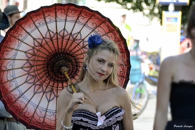 La belle à l'ombrelle.
