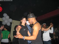 jeu, 2004-04-08 23:30 - IMG_0771_Une_petite_salsa_avec_la_demoiselle_et_Yves