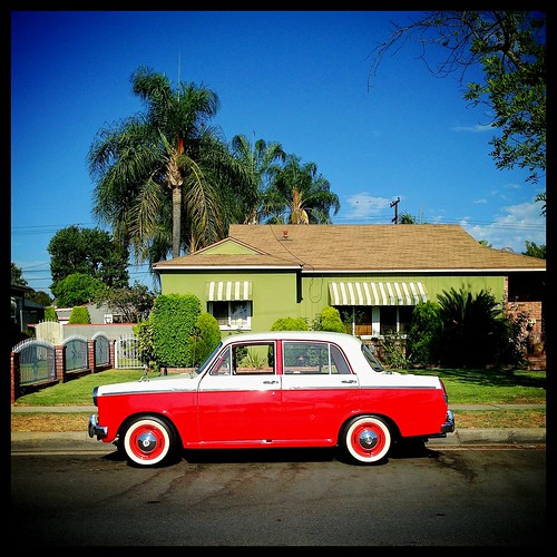 old red house green classic car vintage classiccar vintagecar socal greenhouse southerncalifornia westcovina datsun redcar iphone houseportrait delnortepark datsunbluebird iphoneography mollyblock socalmoments soloparking potd:country=us jaywalkingforart