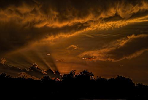 red orange silhouette landscape louisiana rays shreveport backlighting mammatusclouds sonya7r