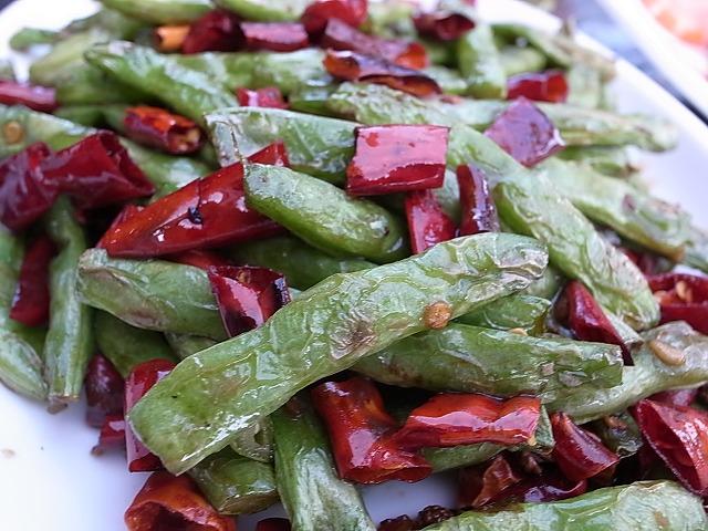 <p>唐辛子と山椒の実で辛さは半端じゃないけど後ひくおいしさ</p>