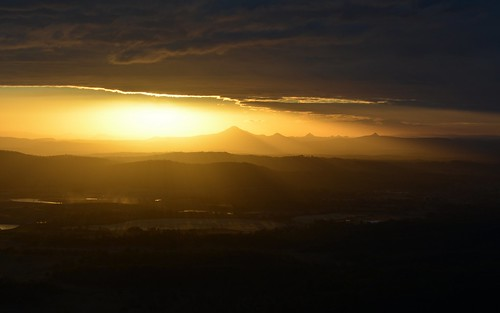 winter countryside shadows smoke illumination overcast australia australianlandscape sunsetlight sunsetclouds shaftsoflight sequeensland volcanics sunsetlandscape smokysky sunlitclouds sunlightthroughclouds