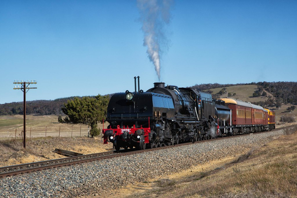 6029 Arriving at Tarago by Trent