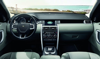 Land-Rover-Discovery-Sport-2014-43