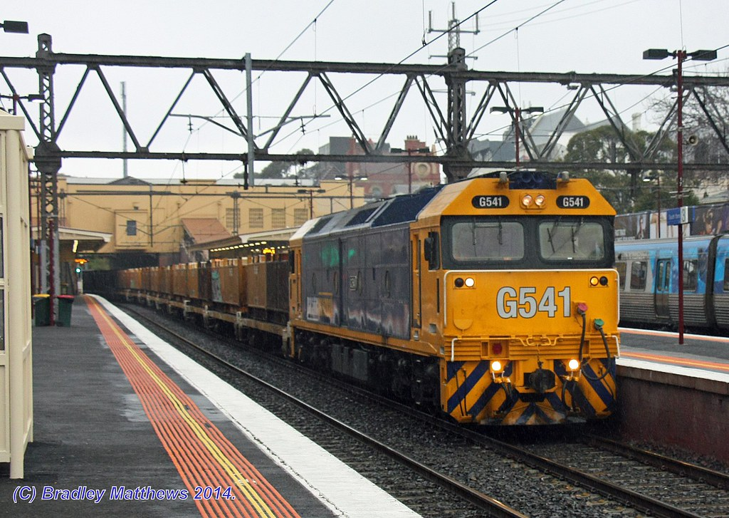 G541 solo with #9552 up empty Long Island steel goods at Sth Yarra (16/9/2014) by Bradley Matthews