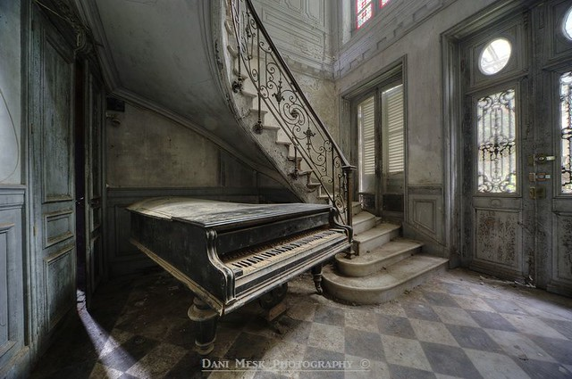 Decayed music