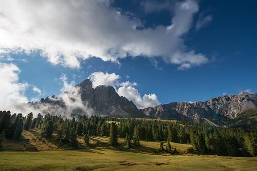 italy mountain clouds italia lorenzo flare montagna bolzano altoadige d800 mattino santucci peitlerkofel 1424 trentinoaltoadige passodelleerbe sassdeputia lerrysan