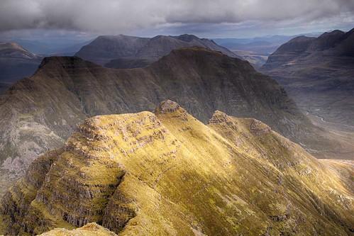 wild sunlight mountain landscape scotland highlands f16 wilderness peaks corbett torridon 1125 munro liathach beinneighe beinndearg beinnalligin hornsofalligin