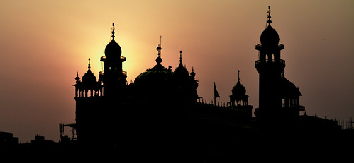 golden temple gurudwara sikh silhouette sunrise goldentemple harmandirsahib amritsar india ancient