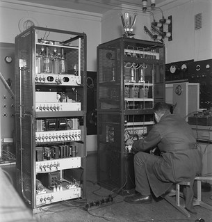 Mechanic Kauko Mustakallio manufacturing a frequence modulated 1kW transmitter, its electronic power  converter and output stage in Yleisradio's workshop, 1946.