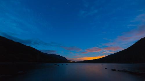 sunrise rattlesnakelake landscape longexposure water sky stars morning pacificnorthwest nature outdoors scenic canoneos5dmarkiii samyang14mmf28ifedmcaspherical johnwestrock washington
