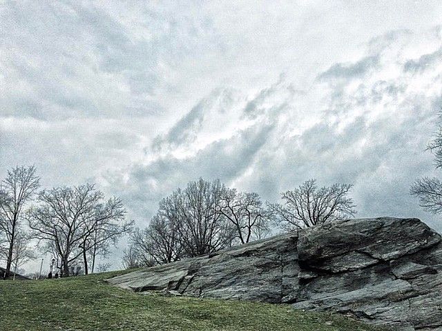 Clouds and One Rock Edited with: @carbonblackandwhite   _  #minimalism #minimalist #minimal #minimalistic #minimalistics #carbonblackandwhite #minimalove #minimalobsession #photooftheday #minimalninja #instaminim #minimalisbd #simple #simplicity #keepitsi