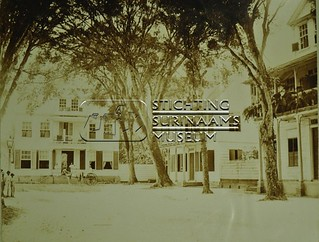 Straatbeeld | by Stichting Surinaams Museum