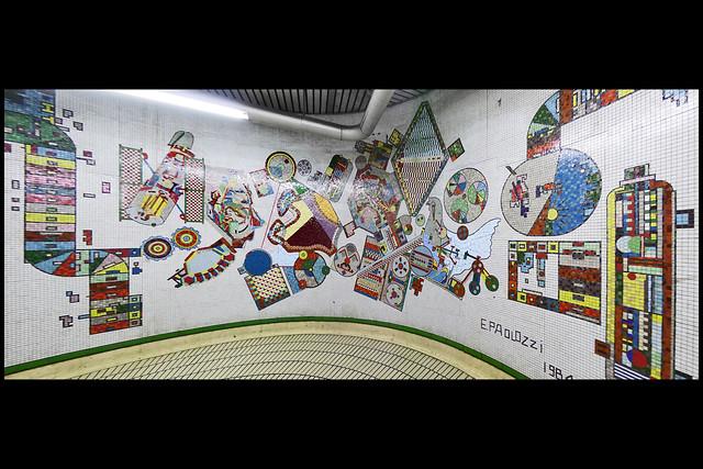 GB londen tottenham court road metrostation mozaiek 01 1984 paolozzi e (tottenham court rd)