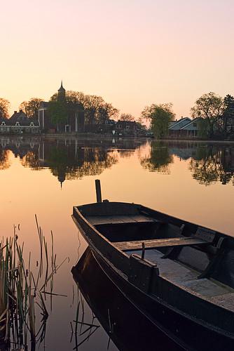 ouderkerk amstel boat church boot kerk trees bomen twilight schemer ochtend ochtendlicht morgen morgenlicht morning light sunrise dawn sony a77 water mood outdoor landscape landschap